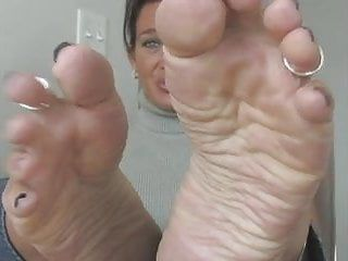 Foot fetish with gorgeous milf