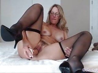 Masterbating blonde plus âgée sur livecam