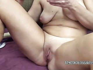 Curvy milf liisa is pumping her enjoyable muff with veggies