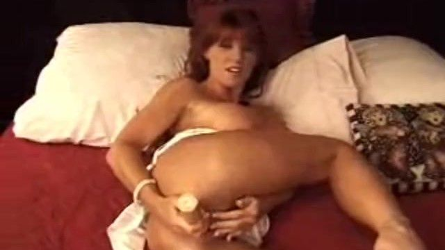 Большая синица Redhead Milf Solo Fake Penis Act