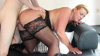 Reife swinger - curvy german blond in nylons boned