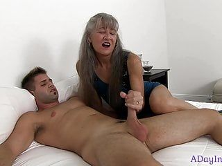 Mamma teaches me the superlatively good way to jack off : a sneak peek