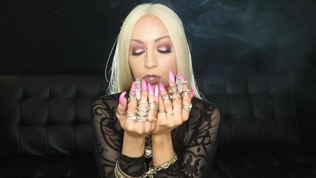 Bimbo wench smokes 6 newports
