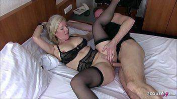 German step mama - mutter fickt den jungen von nebenan im hotel mit einem trick